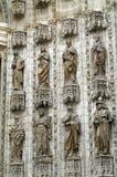 8 статуй на стене собора в Севилье Стоковые Фото
