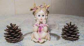 Статуя ангела с конусами Стоковые Изображения RF