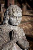 Статуя ангела praiyng Стоковые Изображения