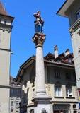 Статуя Анны Seiler, основателя больницы Bern в 1354 городок bern старый Швейцарии Стоковые Фото