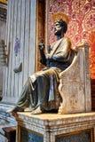 Статуя апостола St Peter в базилике St Peter в Риме Стоковая Фотография RF