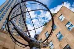 Статуя атласа перед центром Рокефеллер в Нью-Йорке Стоковые Изображения