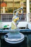 Статуя богини от буддийской мифологии (Phra Mae Thorani) Стоковое фото RF