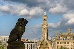 Статуя Брэдфорд Великобритания льва стоковые фотографии rf