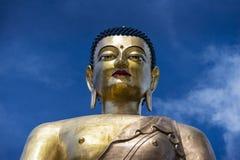 Статуя Будды Бутана, голубого неба стоковые изображения rf
