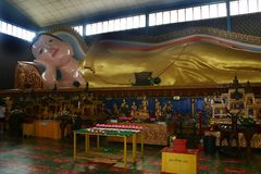 статуя Будды возлежа Стоковое Изображение RF