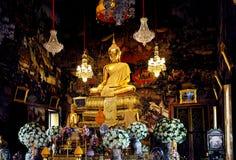 Статуя Будды в виске Бангкока Стоковые Изображения