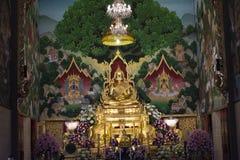 Статуя Будды в церков Таиланда стоковые изображения