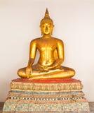 статуя Будды золотистая сидя Стоковая Фотография