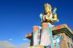 статуя Будды сидя Скит Diskit Перемещение долины Nubra Монастырь Ladakh стоковое фото rf