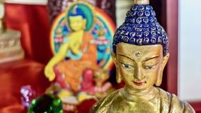 Статуя Будды с Буддой в предпосылке Стоковые Изображения