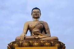 Статуя Будды Dordenma гиганта Статуя Shakyamuni Будды под конструкцией в горах thimphu стоковое фото rf