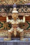 Статуя буддийского божества с поднятой рукой Стоковая Фотография RF
