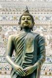 Статуя Будды в тайском виске Стоковое Фото