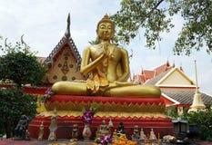 статуя Будды золотистая стоковые фото