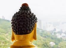 Статуя Будды наблюдая Гонконг от вершины пагоды t Стоковое Изображение