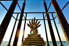 Статуя Будды на покинутой пагоде Стоковое Изображение RF