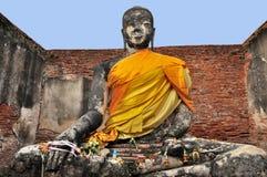 Статуя Будды на штосселе Wat Wora Chet Tha стоковые фотографии rf
