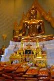 Статуя Будды на Wat Traimitr Withayaram, ориентир ориентире перемещения Стоковые Изображения