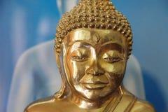 Статуя Будды старого стиля бронзовая стоковые фотографии rf