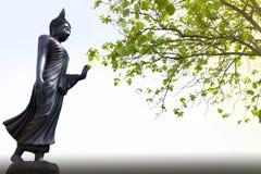 Статуя Будды стиля изображения Будды угрызения тайская дня Visakha Bucha стоковые фотографии rf