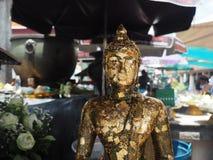 Статуя Будды с нерезкостью движения предпосылки Стоковое Изображение RF