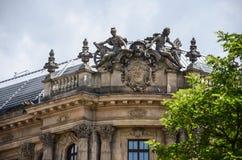 Статуя вверху здание, Германия стоковые изображения rf
