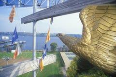 Статуя воды беркута обозревая, нового Лондона, Коннектикута Стоковое Изображение