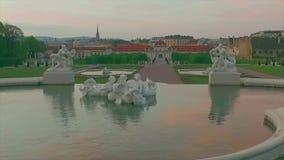 Статуя в вене Австрии бельведера воды сток-видео