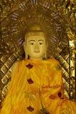 Статуя в виске золото стоковое фото rf
