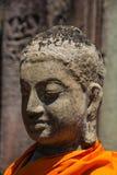 Статуя в желтой робе на висках Angkor Wat Bayon Стоковое Изображение RF