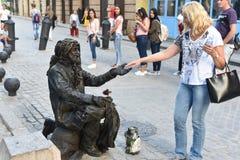 Статуя в реальном маштабе времени на улице в старой Гаване стоковые изображения rf