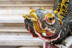 Статуя в солнечном свете, Таиланд предохранителя дракона буддизма Религия Стоковые Фото