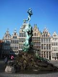 Статуя в центре Антверпена стоковые фотографии rf