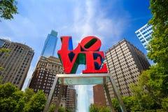 Статуя влюбленности в Филадельфии стоковое изображение rf