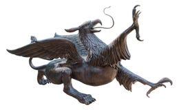 Статуя грифона, изолированная на белой предпосылке стоковое изображение