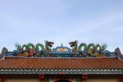 Статуя дракона на крыше китайского виска Стоковые Изображения