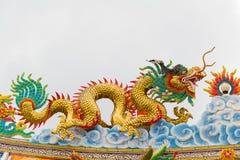 Статуя дракона с серой предпосылкой неба Стоковое Изображение RF