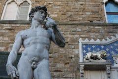 Статуя Дэвида Микеланджело на della Signoria аркады в Флоренсе, Италии Стоковые Изображения RF