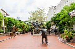 """Статуя Д-р Datuk Wira Кострика Leong Gan, известное как """"отец культуристов который расположен в Малайзии """"на городке Малаккы стар стоковые фото"""