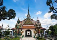 Статуя демона (гиганта, титана) на туристических достопримечательностях Wat Arun, наземного ориентира и но. 1 в Таиланде. Стоковые Фотографии RF