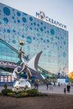 Статуя дельфинов и шильдик Moskvarium в ENEA Стоковая Фотография RF