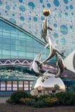 Статуя дельфинов перед Moskvarium в ENEA Стоковое фото RF