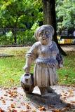 Статуя женщины в парке Стоковые Фото