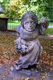 Статуя женщины в парке Стоковое Фото