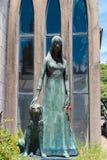 Статуя женщины и собаки Стоковые Изображения RF