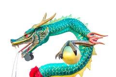 Статуя зеленого дракона изолированная на белой предпосылке Стоковые Фото