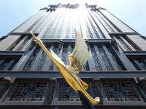 Статуя здания и птицы, Сингапур Стоковая Фотография