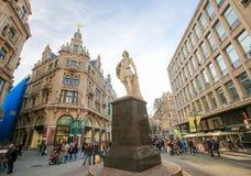 Статуя известного художника Энтони Van Dyck в Антверпене Стоковая Фотография