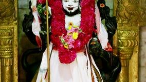 Статуя индусской богини, традиционного интерьера индусского виска, Индии акции видеоматериалы